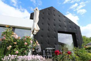Fassade Schritt 2: weiche Außenhülle in Stepoptik als Kontrapunkt zur Umgebungsbebauung