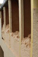 Detailaufnahme der Holzwolle-Einblasdämmung (280 mm!)