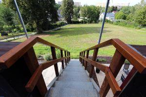 Treppenbereich außen mit Zugang zum OG